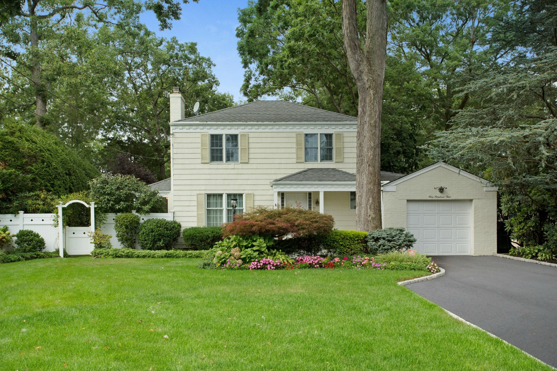 Single Family Home for Sale at Colonial 104 Elliman Pl Syosset, New York, 11791 United States