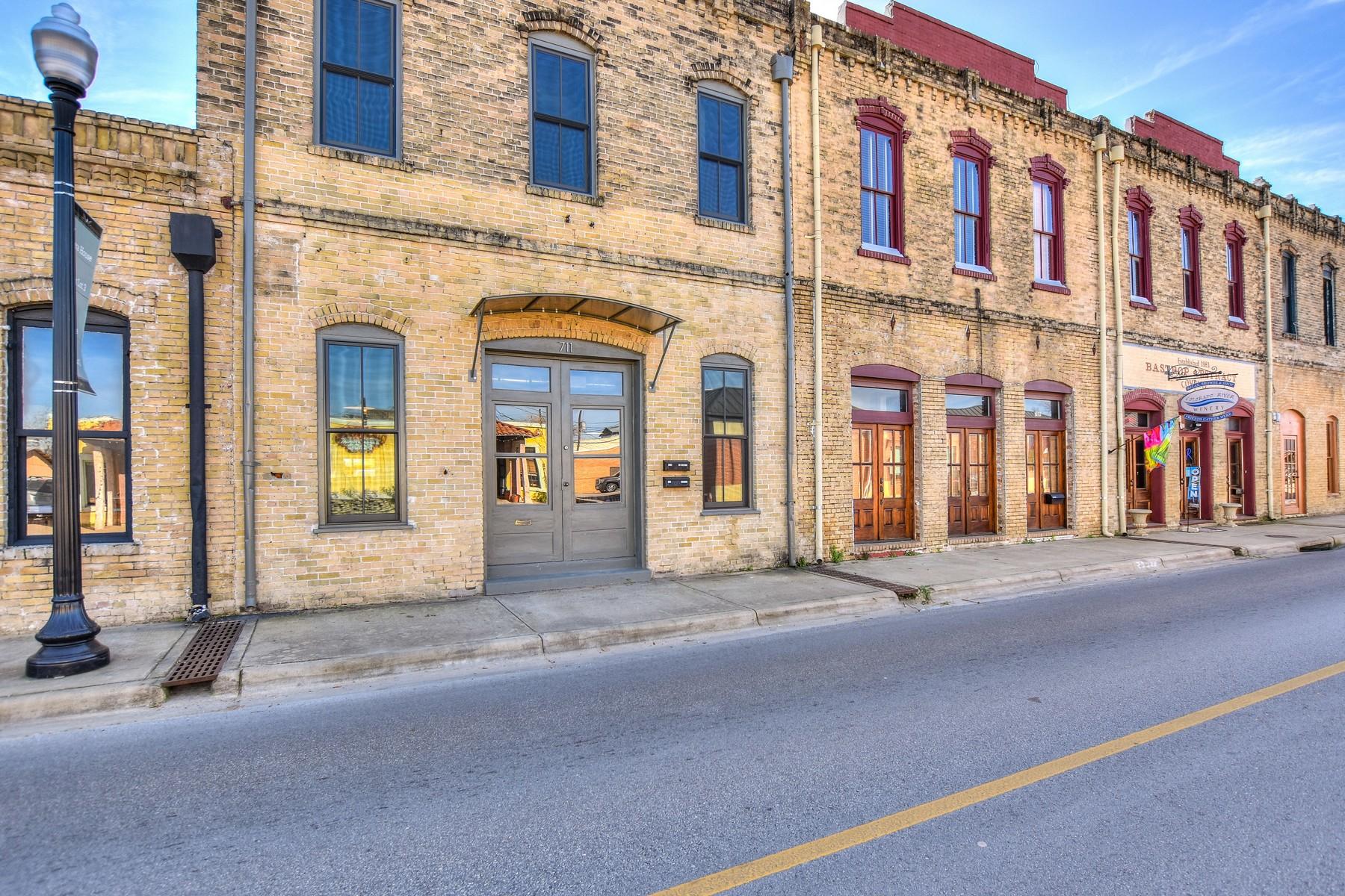 Casa Unifamiliar por un Venta en Live/Work Space in Historic District of Bastrop 711 Chestnut St Bastrop, Texas 78602 Estados Unidos