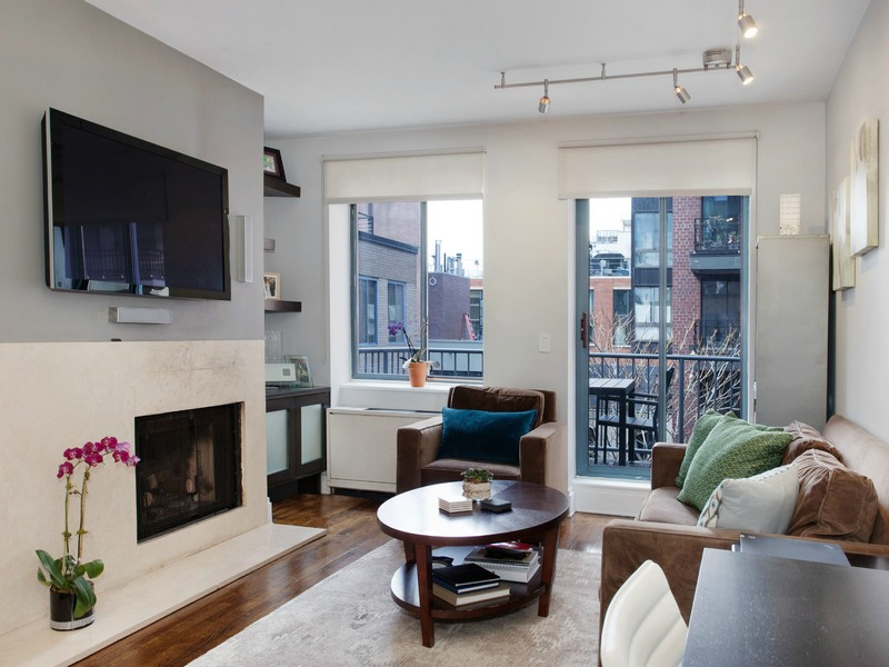 Квартира для того Продажа на Co-Op 167 Perry St 6G New York, Нью-Йорк 10014 Соединенные Штаты