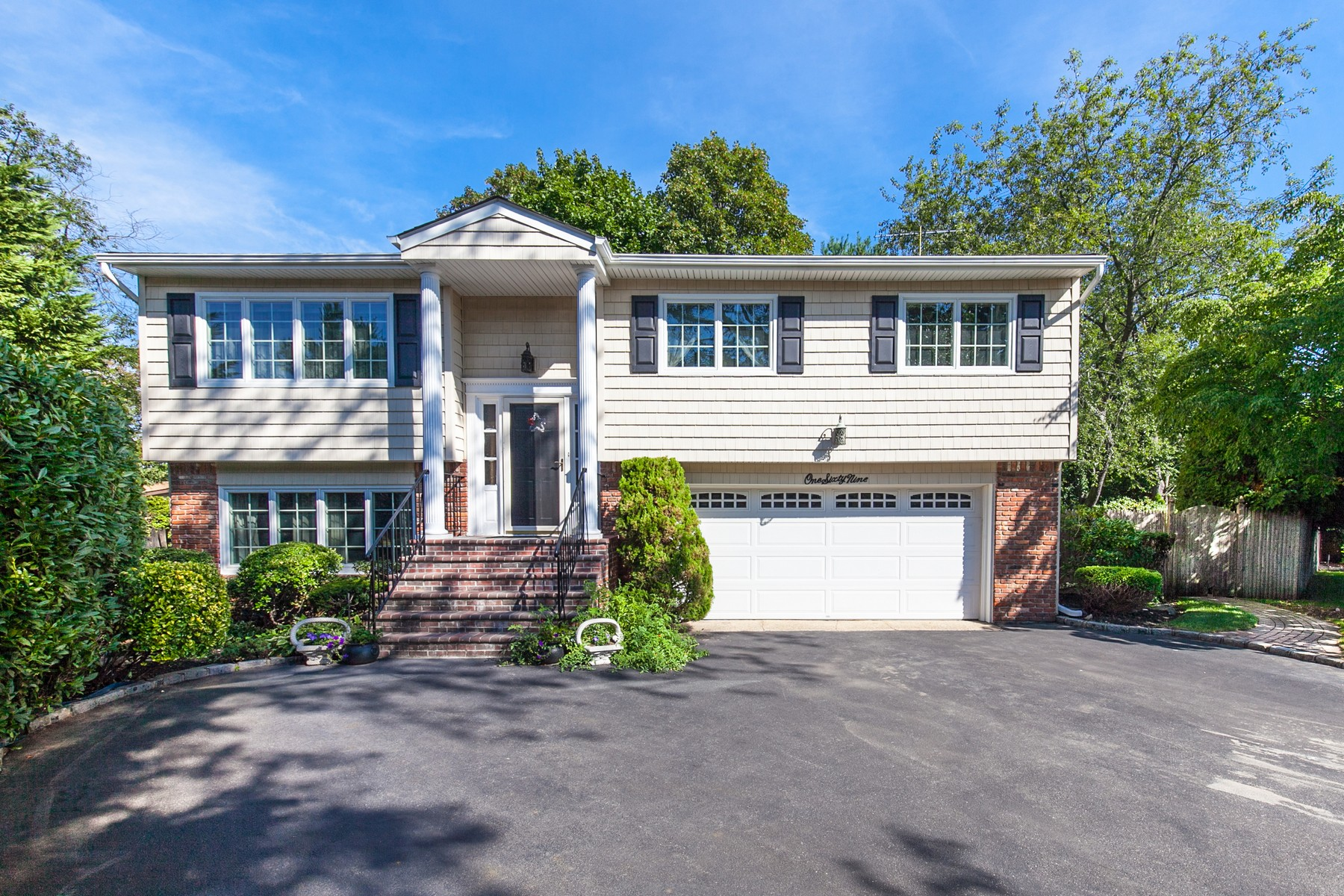 Single Family Home for Sale at Hi Ranch 169 Berry Hill Ct Syosset, New York, 11791 United States