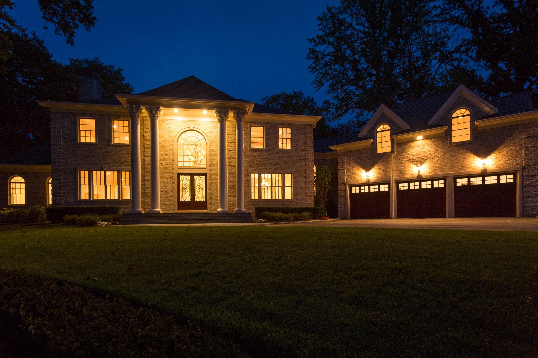 Casa para uma família para Venda às Colonial 1612 Stewart Ln Laurel Hollow, Nova York 11791 Estados Unidos