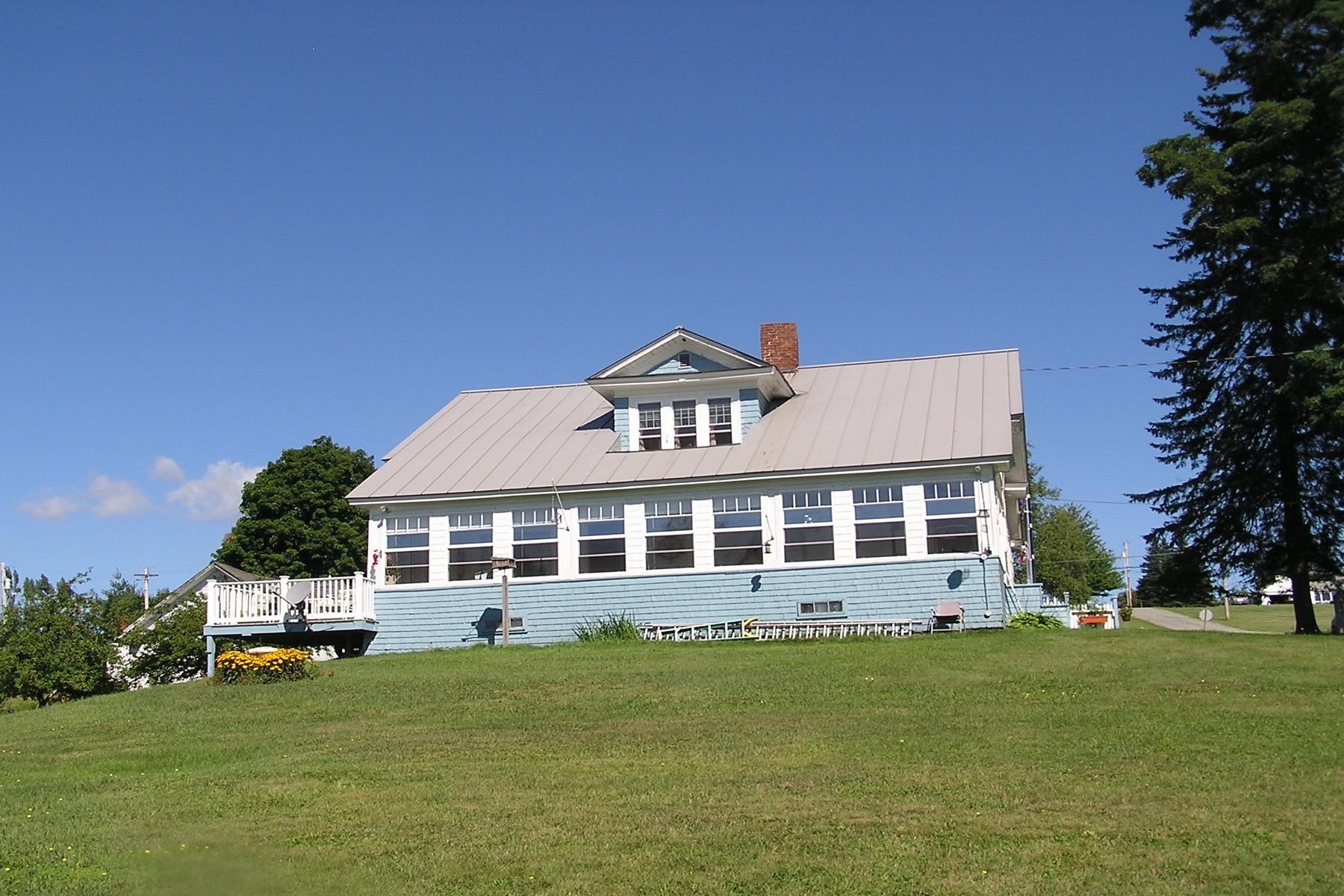Casa Unifamiliar por un Venta en 220 Eastern Avenue, Barton Barton, Vermont, 05822 Estados Unidos