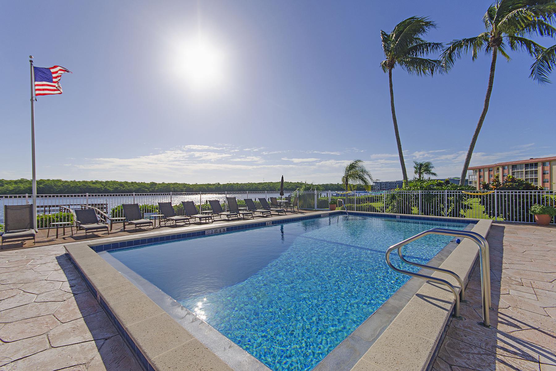 Nhà chung cư vì Bán tại MARINERS COVE 305 Goodlette Rd S C-203 Naples, Florida, 34102 Hoa Kỳ