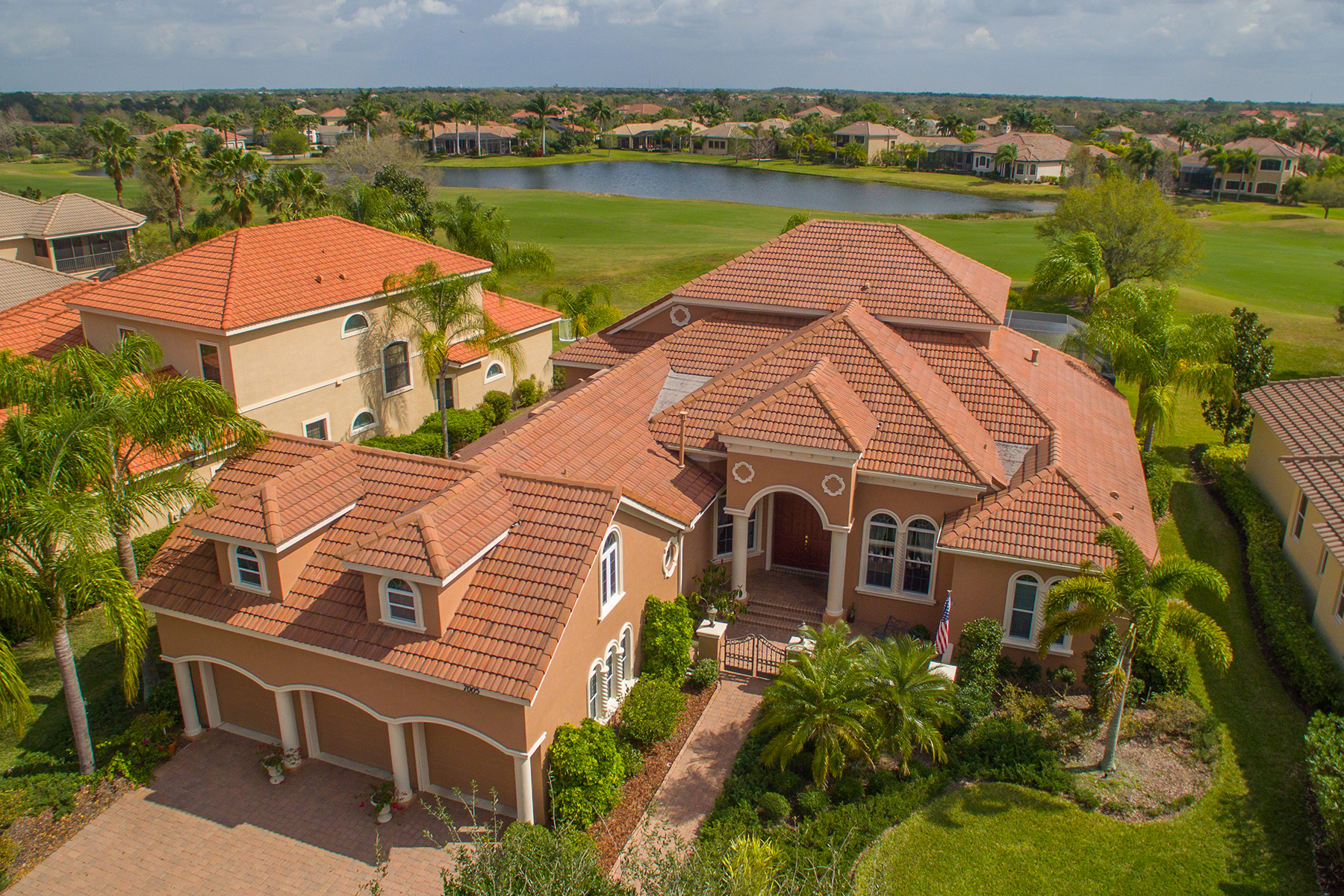 Single Family Home for Sale at LAKEWOOD RANCH COUNTRY CLUB 7005 Dominion Ln Lakewood Ranch, Florida, 34202 United States