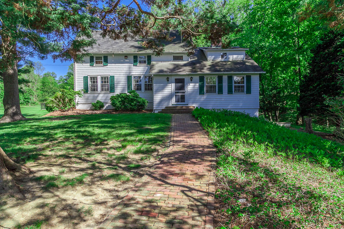 Single Family Home for Sale at Colonial 80 Harbor Rd St. James, New York, 11780 United States