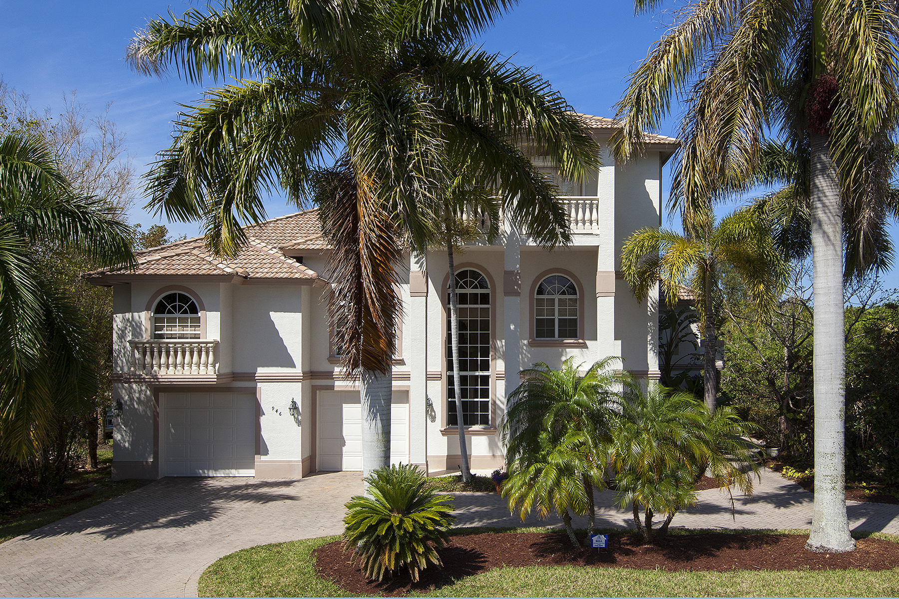Single Family Home for Sale at HIDEAWAY BEACH - MARCO BEACH 946 Sand Dune Dr Marco Island, Florida, 34145 United States