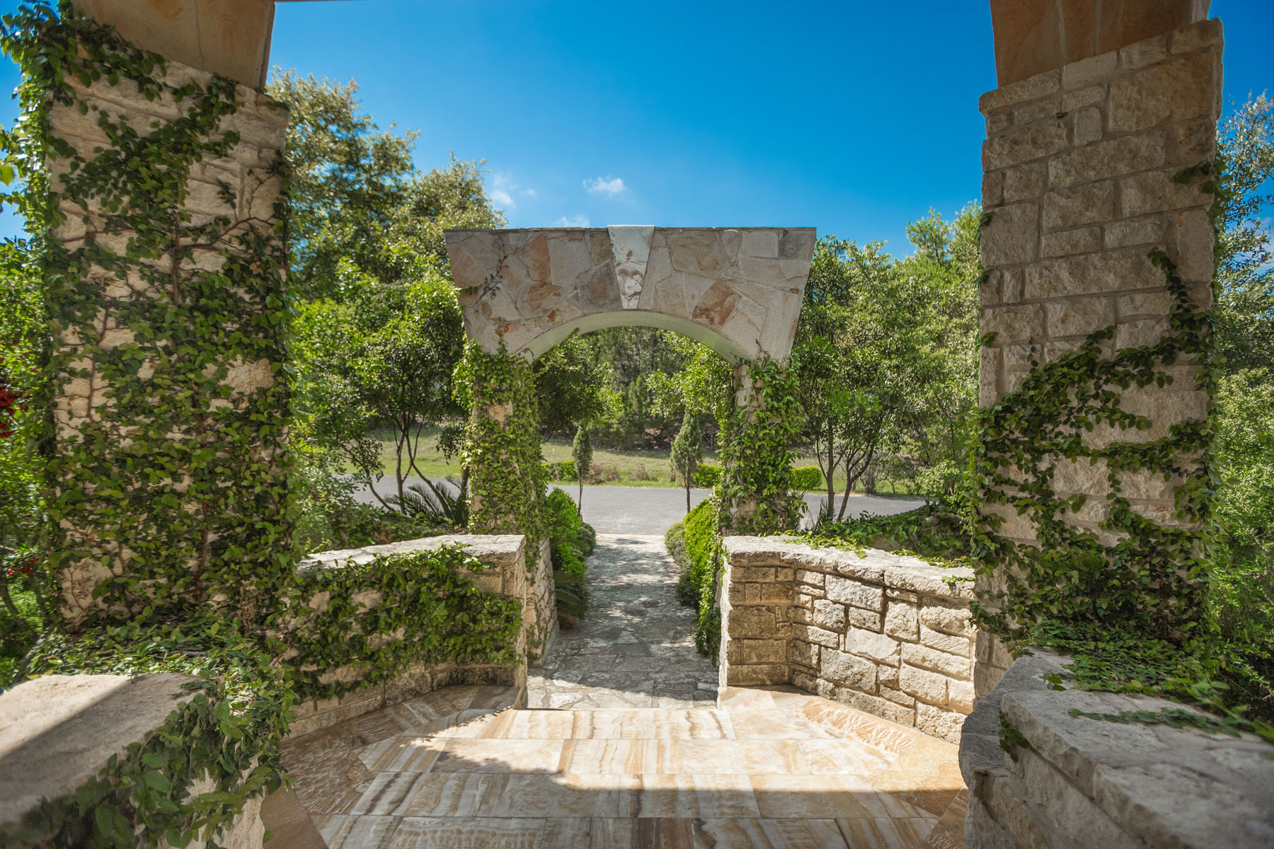 Additional photo for property listing at Extraordinary Bulverde Estates Home 2469 Hiline Dr Bulverde, Texas 78163 Estados Unidos