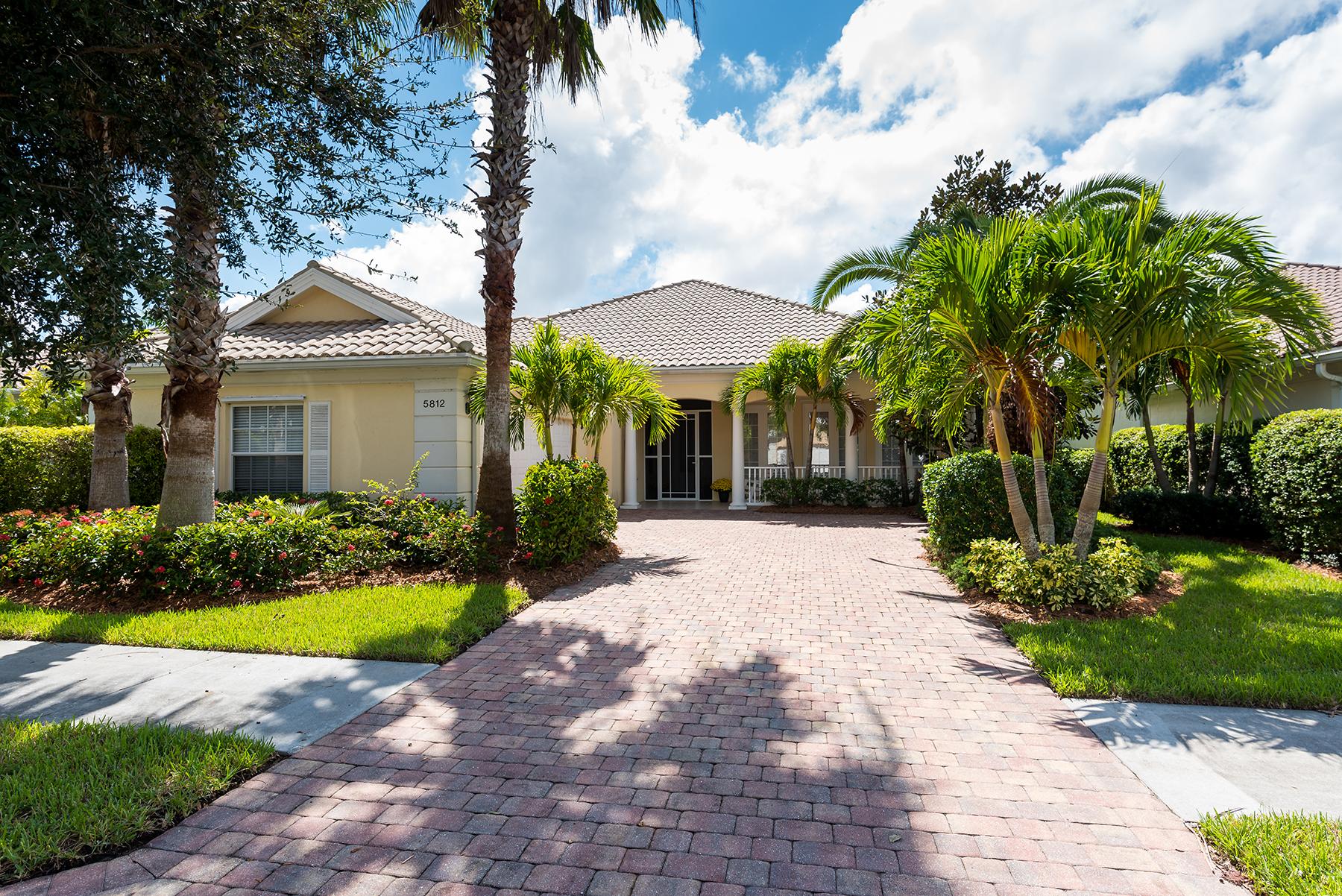 獨棟家庭住宅 為 出售 在 VILLAGE WALK 5812 Valente Pl Sarasota, 佛羅里達州, 34238 美國