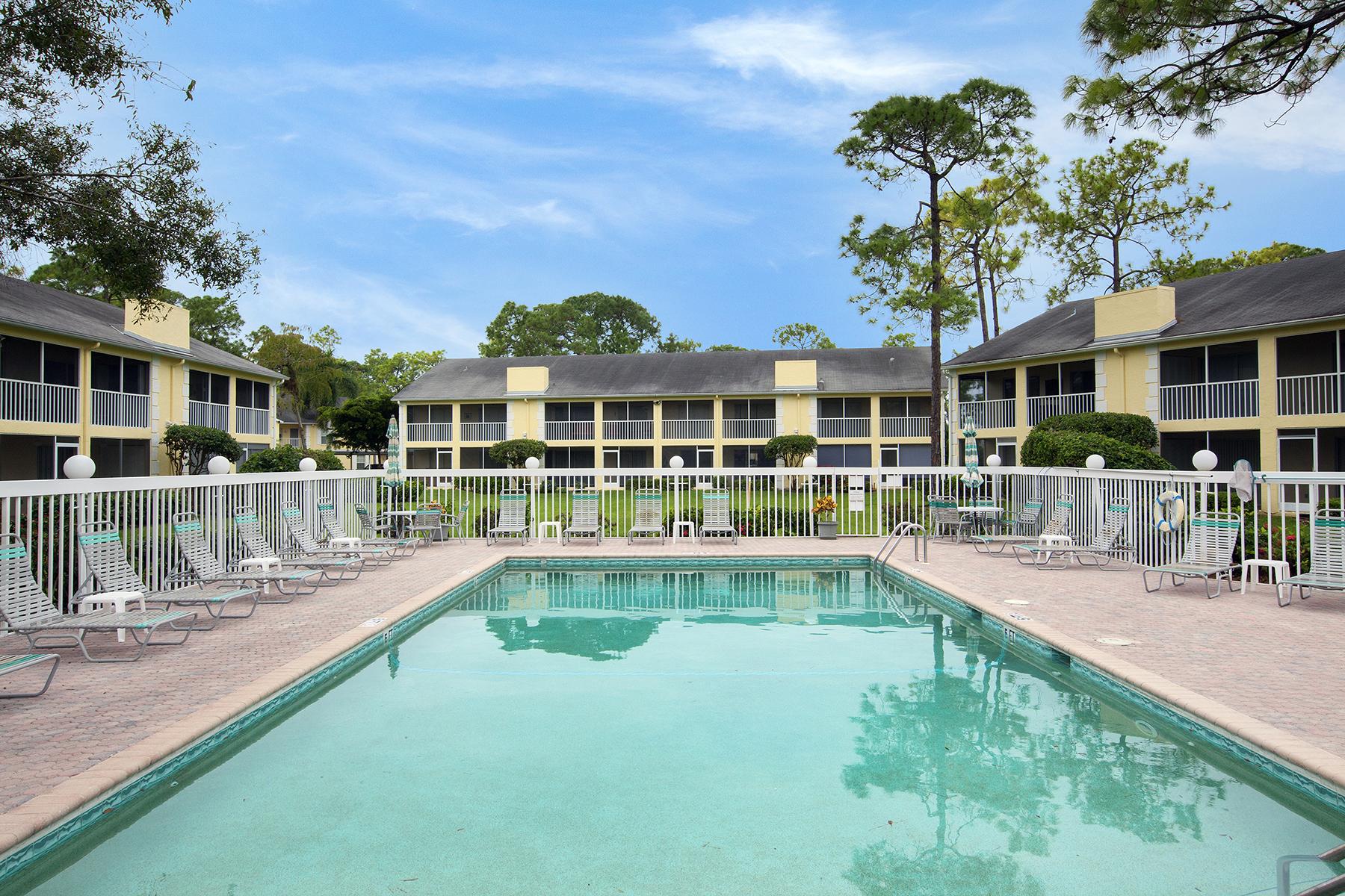 Piso por un Venta en KINGS LAKE 2586 Kings Lake Blvd 3-202 Naples, Florida, 34112 Estados Unidos