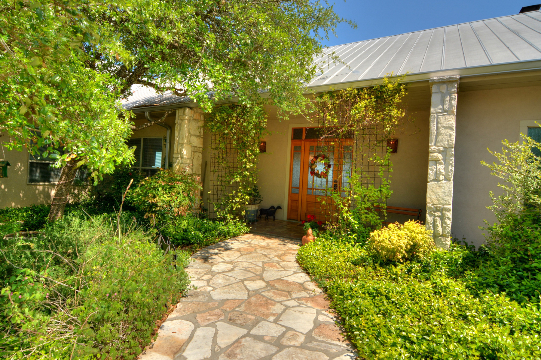 Additional photo for property listing at Upscale Hill Country Home 325 Japonica Rd Hunt, Texas 78024 Estados Unidos