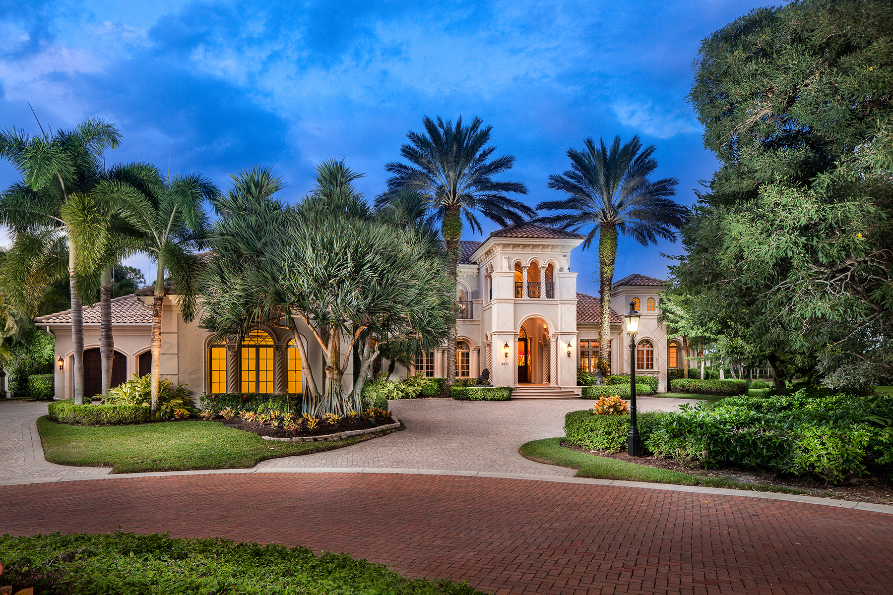 Casa Unifamiliar por un Venta en PELICAN MARSH - ESTATES AT BAY COLONY GOLF CLUB 9671 Mashie Ct Naples, Florida, 34108 Estados Unidos