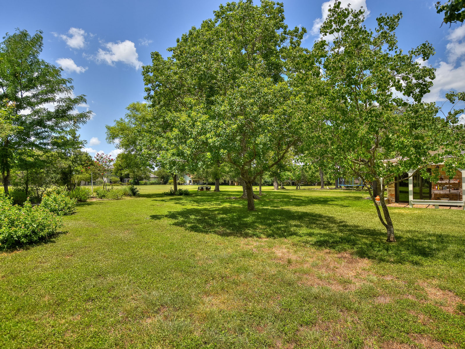 Additional photo for property listing at Ranch Style Home on a Double Lot 921 Vanguard St Lakeway, Texas 78734 United States