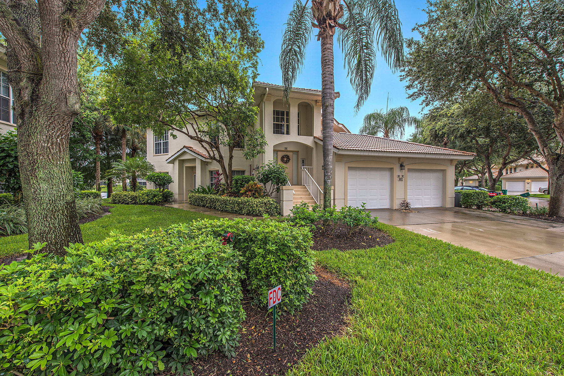 共管式独立产权公寓 为 销售 在 PELICAN MARSH 1072 Egrets Walk Cir 102 Naples, 佛罗里达州 34108 美国