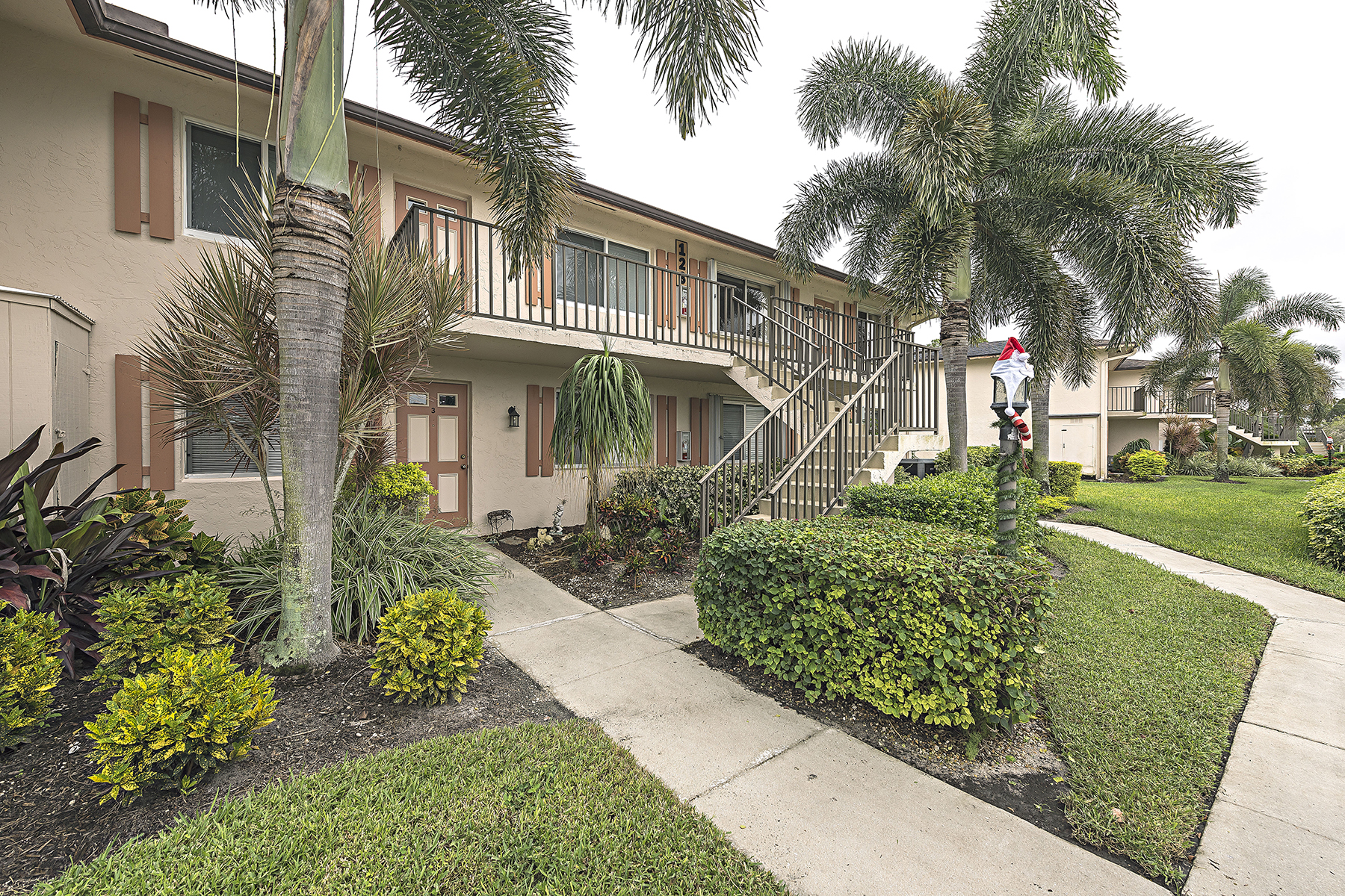 Appartement en copropriété pour l Vente à GLADES - NAPLES SUNRISE 123 Palm Dr 2862 Naples, Florida 34112 États-Unis