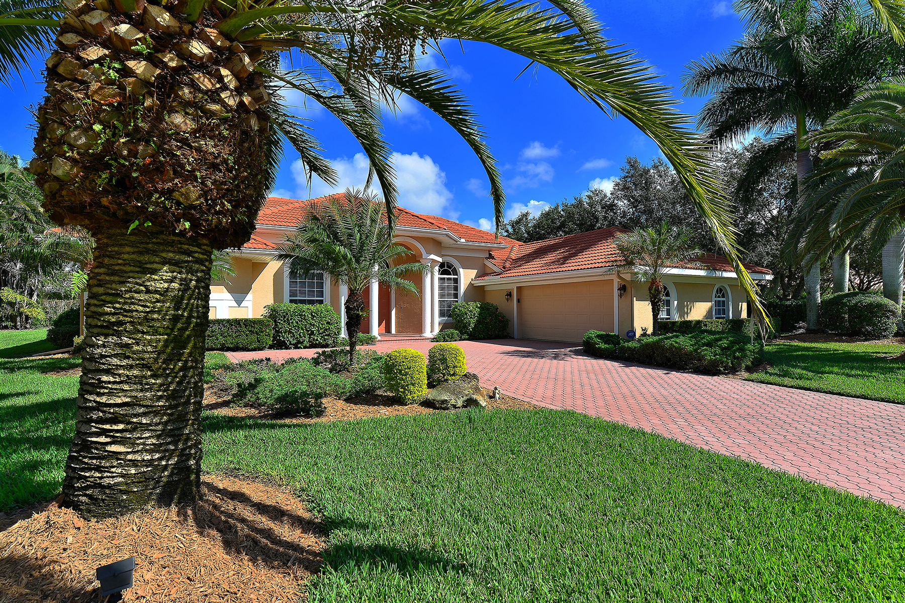 Casa Unifamiliar por un Venta en TURTLE ROCK 4797 Sweetmeadow Cir Sarasota, Florida 34238 Estados Unidos