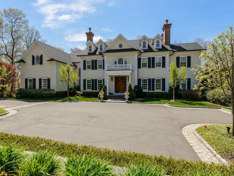 단독 가정 주택 용 매매 에 Colonial 428 J Harbor Rd Laurel Hollow, 뉴욕 11791 미국