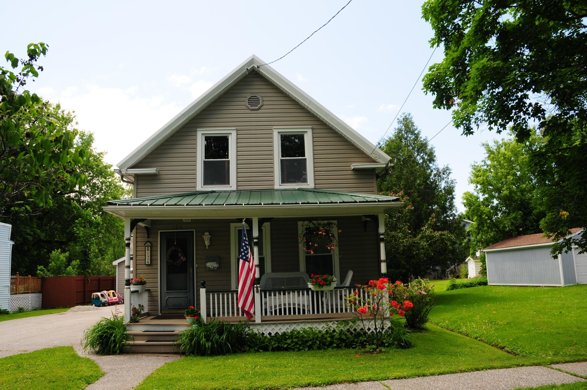 獨棟家庭住宅 為 出售 在 124 Lower Welden St, St. Albans City St. Albans, 佛蒙特州 05478 美國