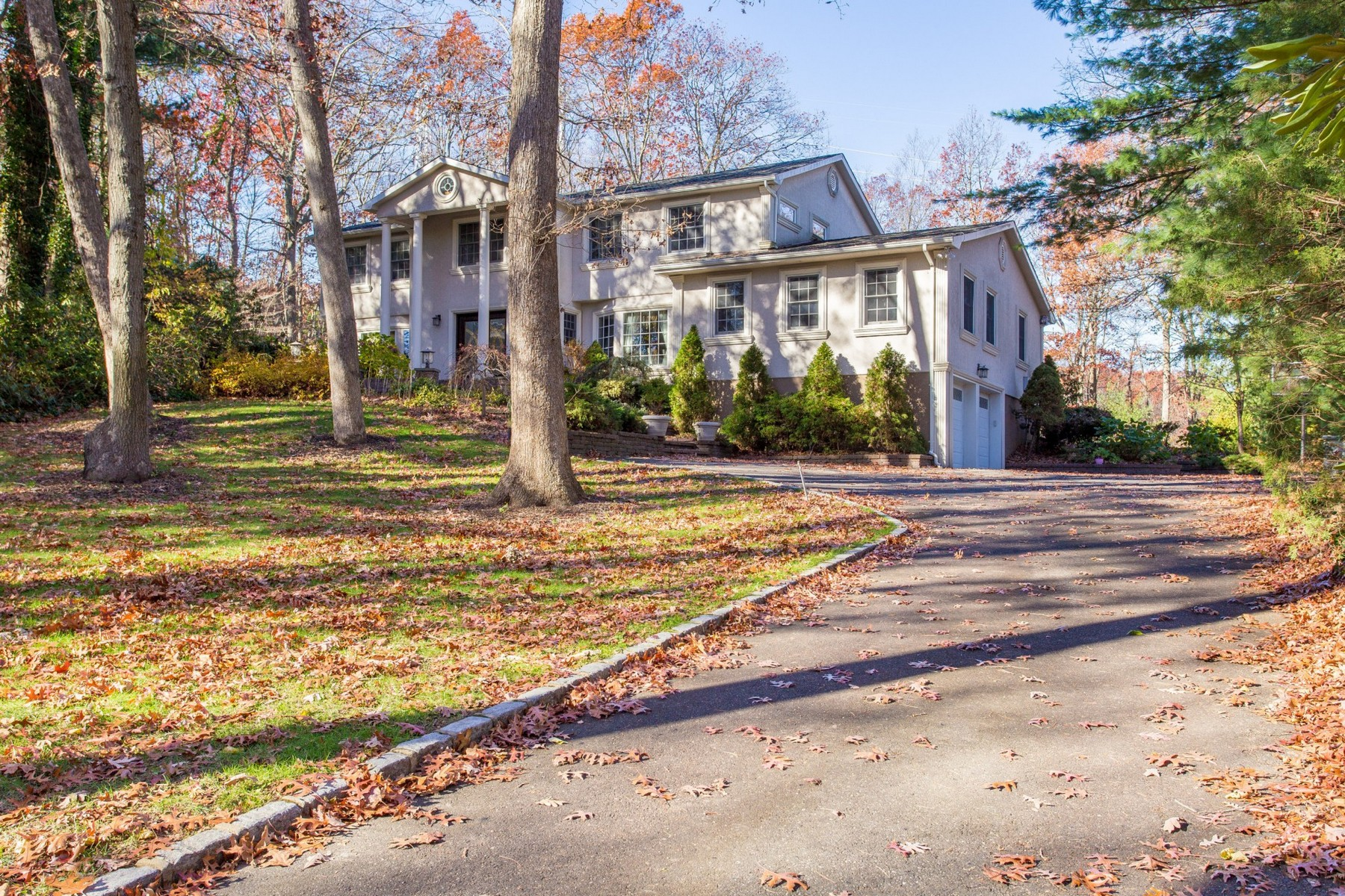 Single Family Home for Sale at Colonial 9 Stony Run Ct Dix Hills, New York 11746 United States