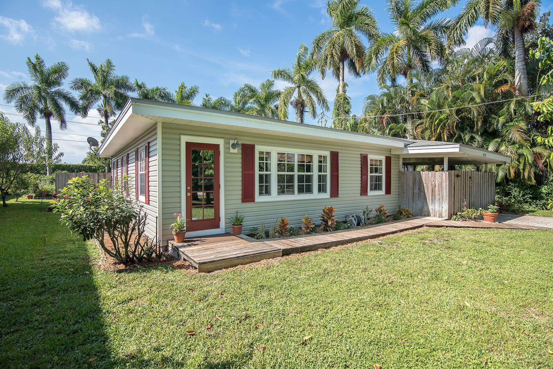 独户住宅 为 销售 在 INOMAH 2132 Jackson Ave Naples, 佛罗里达州 34112 美国
