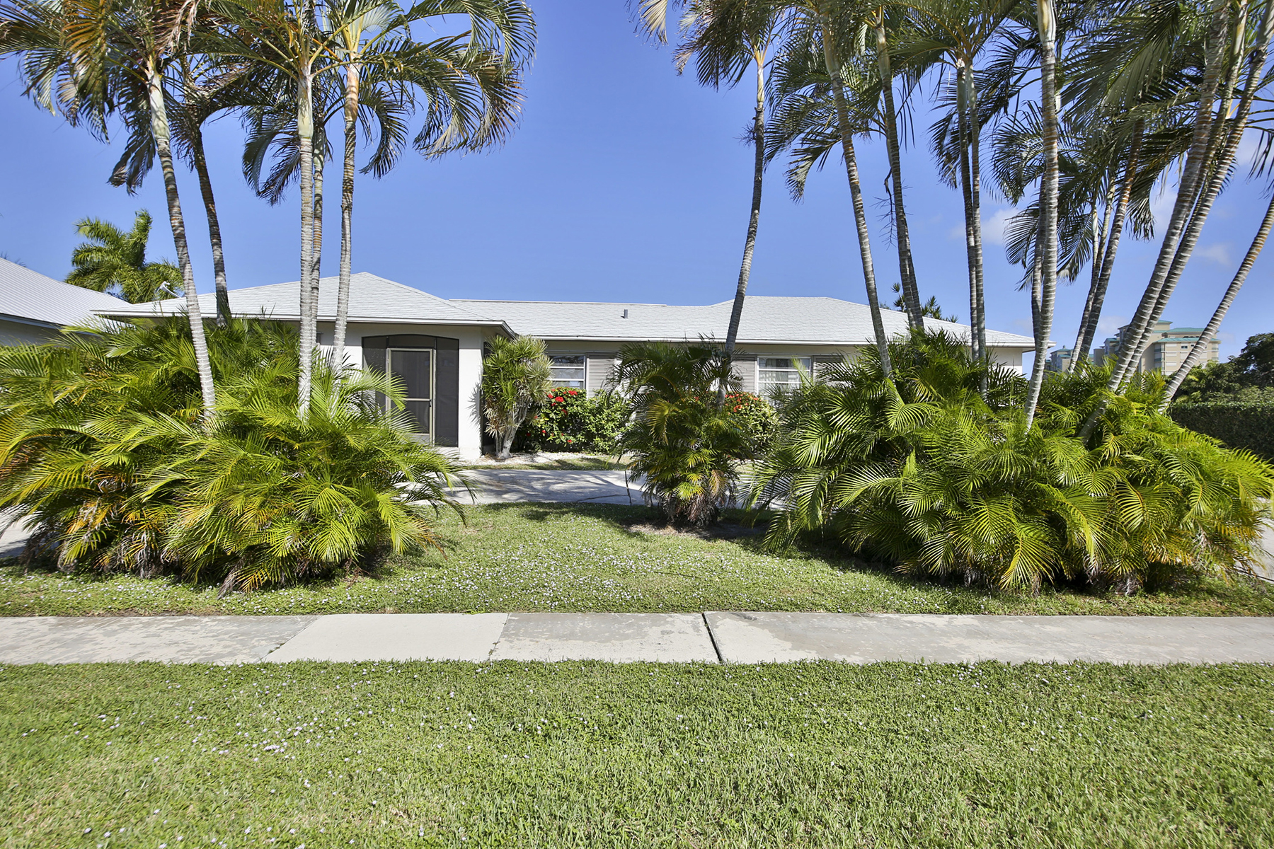 Single Family Home for Sale at MARCO ISLAND - ELM COURT 842 Elm Ct Marco Island, Florida, 34145 United States