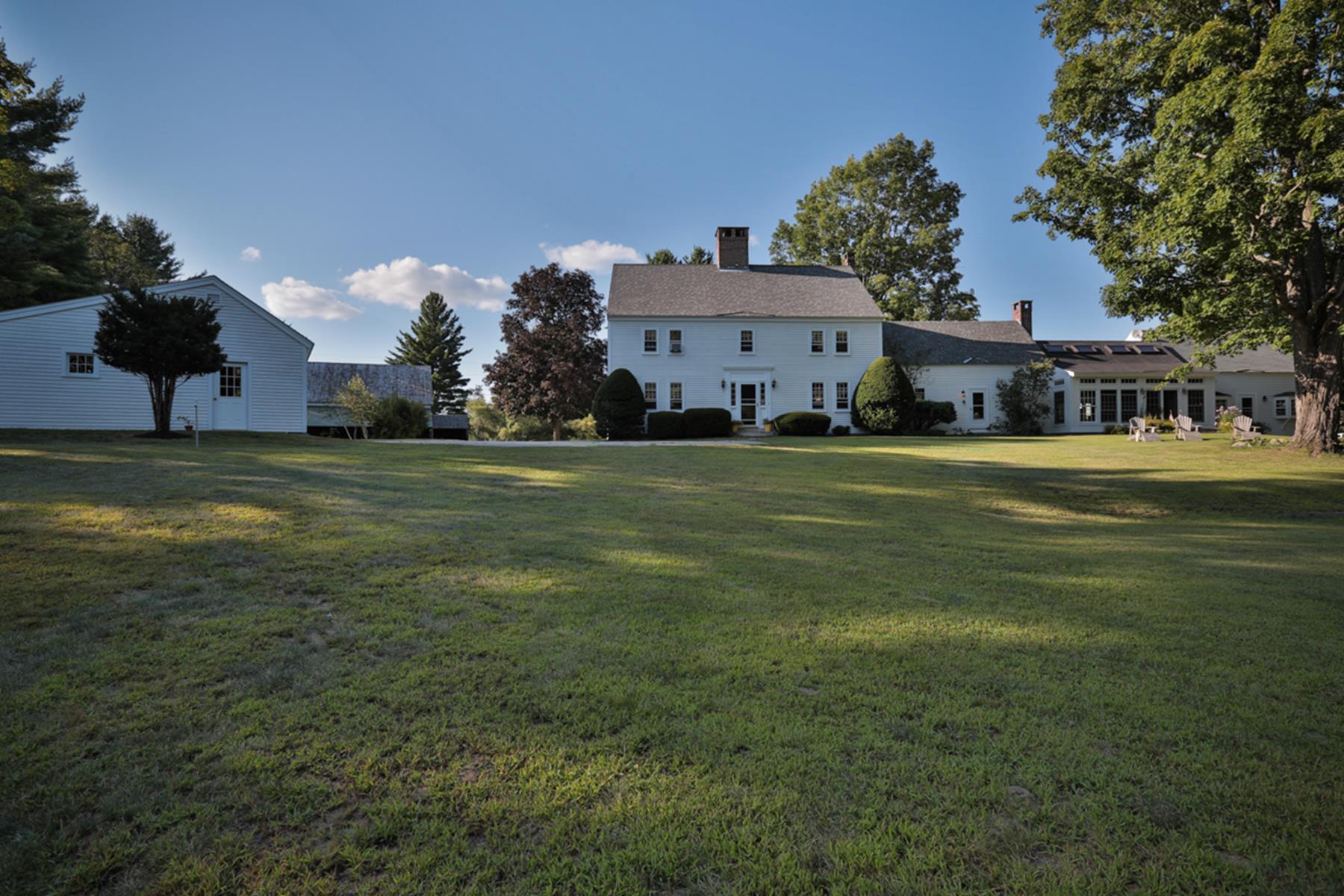 Maison unifamiliale pour l Vente à Sanborn Farm 39 Sanborn Rd Brookfield, New Hampshire 03872 États-Unis