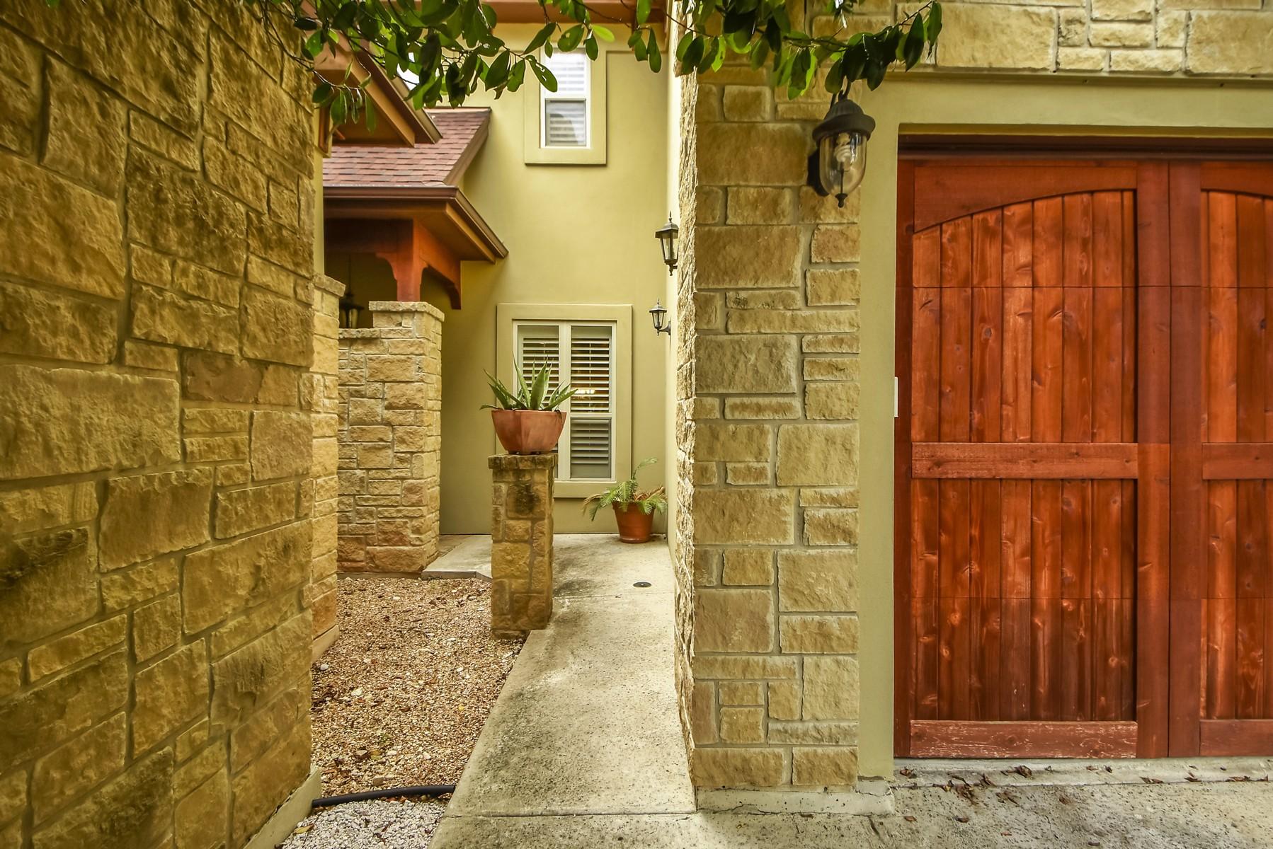 Condominium for Sale at Fabulous Jim Hogg Condo 5600 Jim Hogg Ave B Austin, Texas 78756 United States