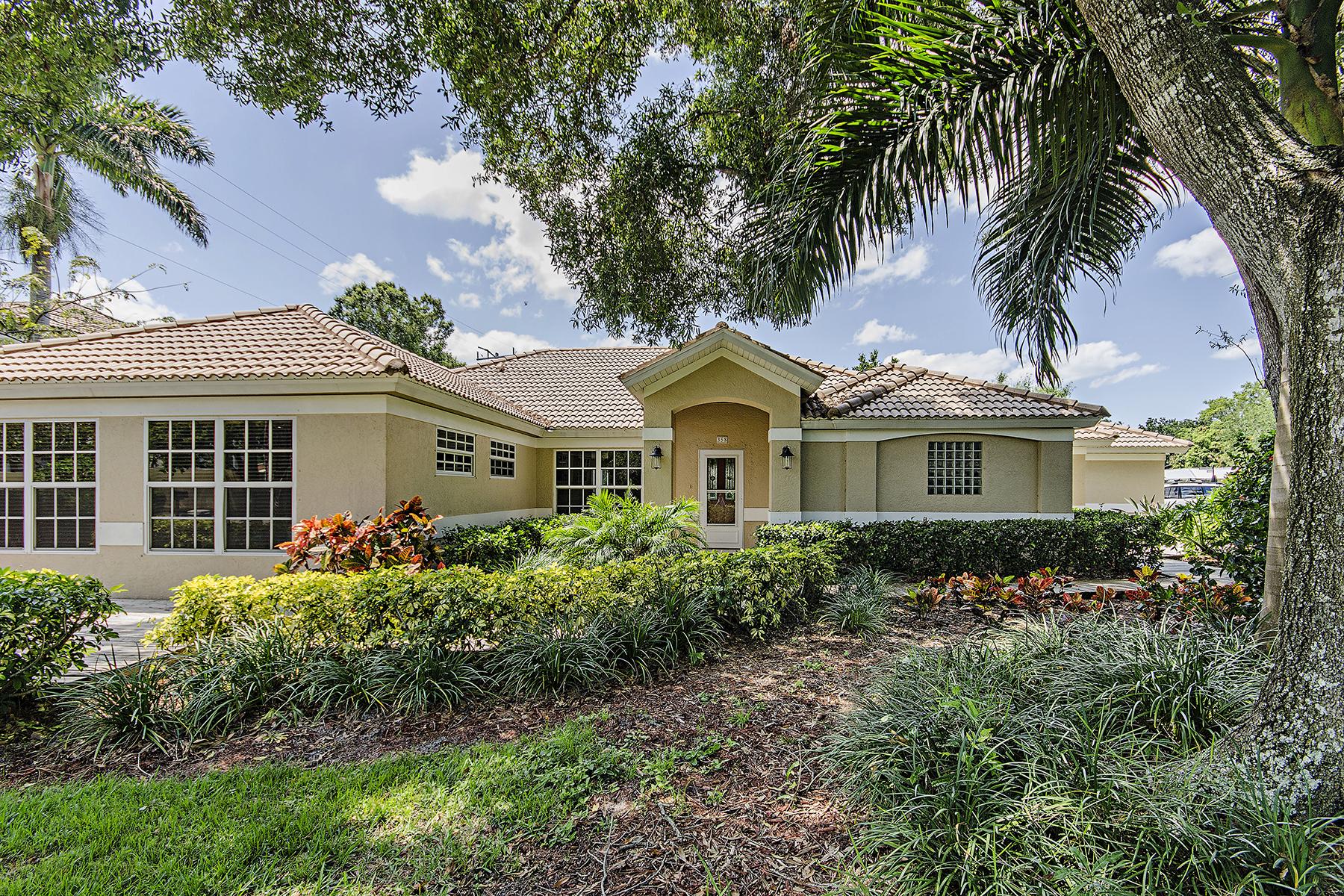 단독 가정 주택 용 매매 에 NORTHGATE - NORTHGATE VILLAGE 358 Burning Tree Dr Naples, 플로리다, 34105 미국