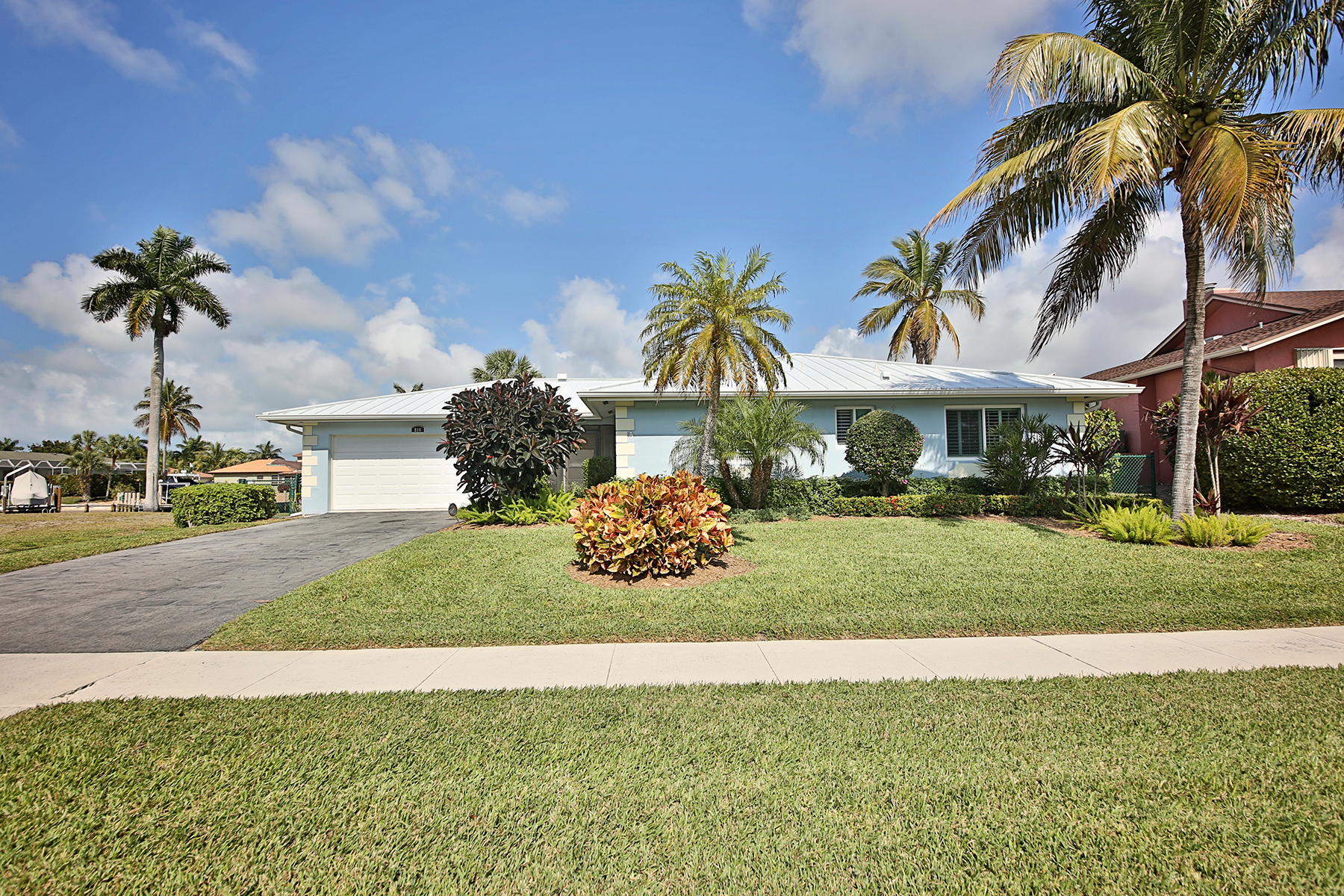 Single Family Home for Sale at MARCO ISLAND 816 Manor Marco Island, Florida, 34145 United States