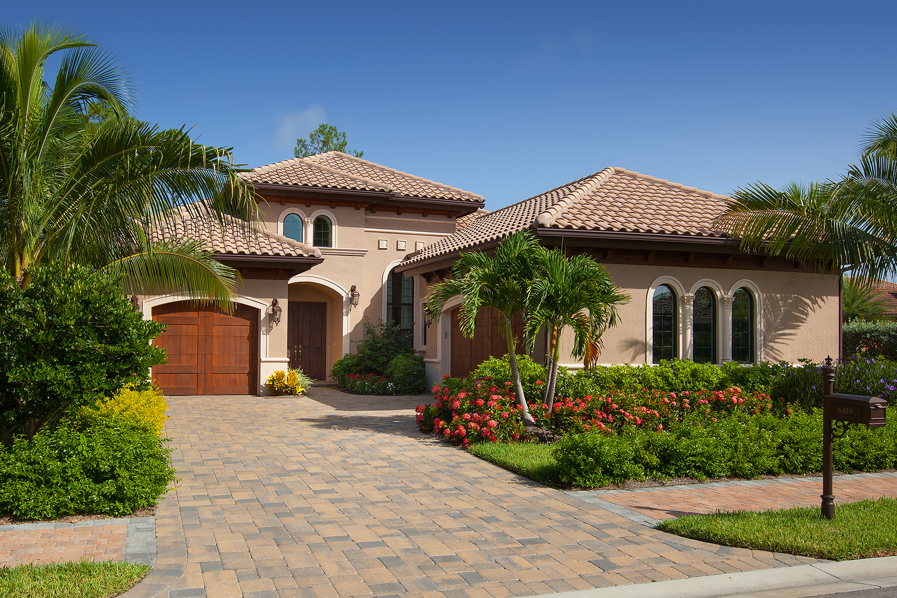 Maison unifamiliale pour l Vente à LELY RESORT - LAKOYA 6419 Vivaldi Ct Naples, Florida 34113 États-Unis