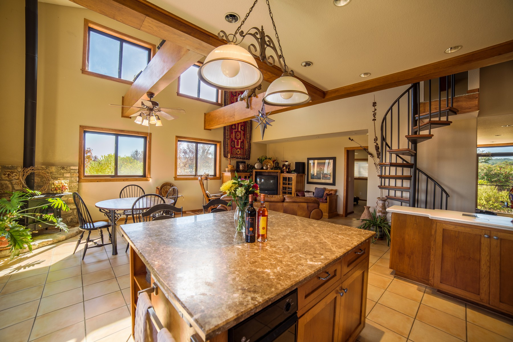 Additional photo for property listing at The Crown Jewel of Texas Wineries 24912 Singleton Bend East Rd Marble Falls, Texas 78654 Estados Unidos