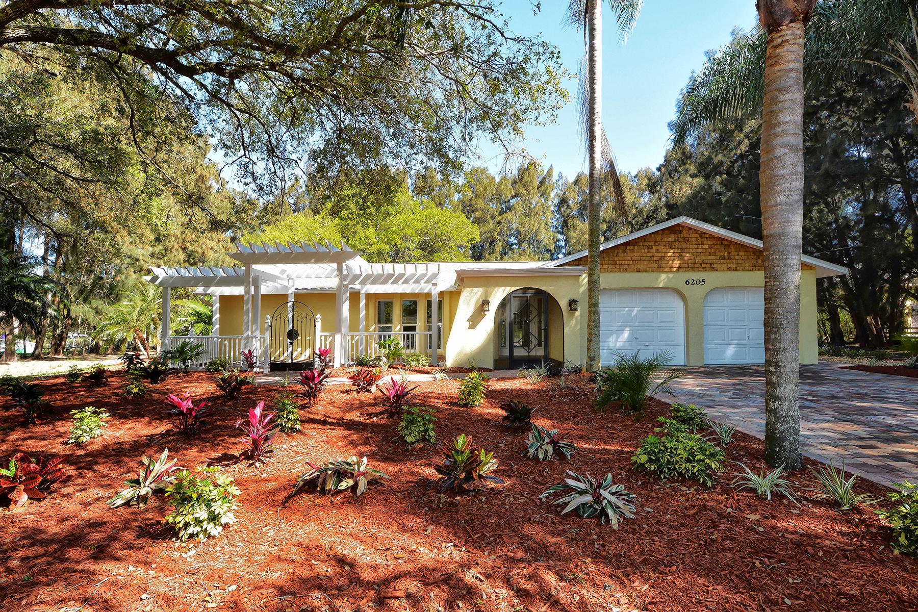 Maison unifamiliale pour l Vente à LAKEWOOD 6205 Goldfinch St Sarasota, Florida, 34241 États-Unis