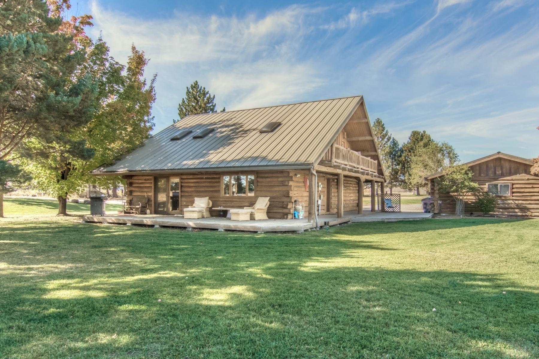 独户住宅 为 销售 在 Oregon Log Home with Land 63357 Deschutes Market Rd 本德, 俄勒冈州, 97701 美国