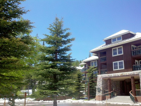 Condominio per Vendita alle ore Kintla Lodge 3889 Big Mountain Road #305 Whitefish, Montana 59937 Stati Uniti