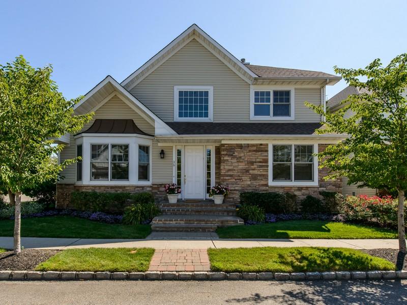 Condomínio para Venda às Homeowner Assoc 36 West Overlook Port Washington, Nova York 11050 Estados Unidos