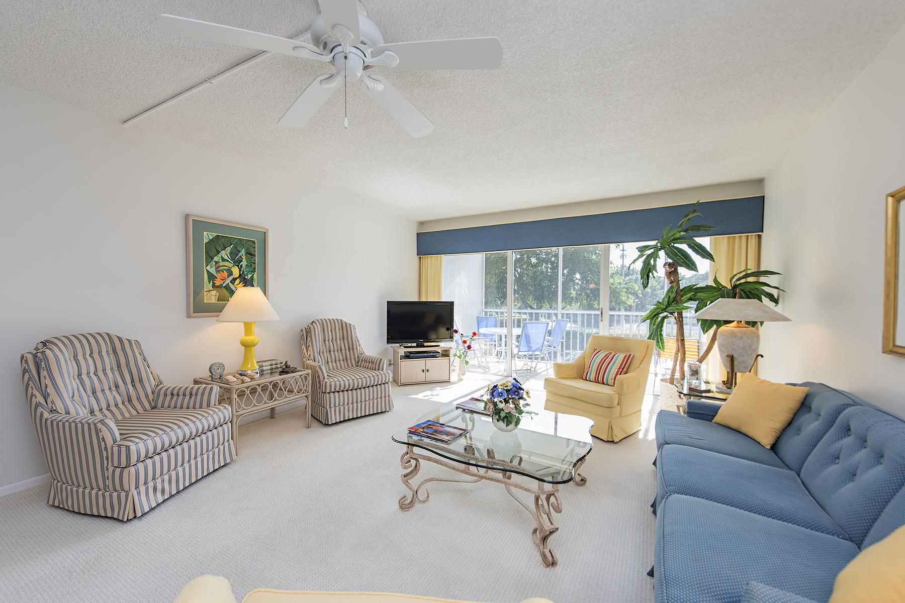 共管式独立产权公寓 为 销售 在 VANDERBILT TOWERS 1 Bluebill Ave 206 Naples, 佛罗里达州 34108 美国