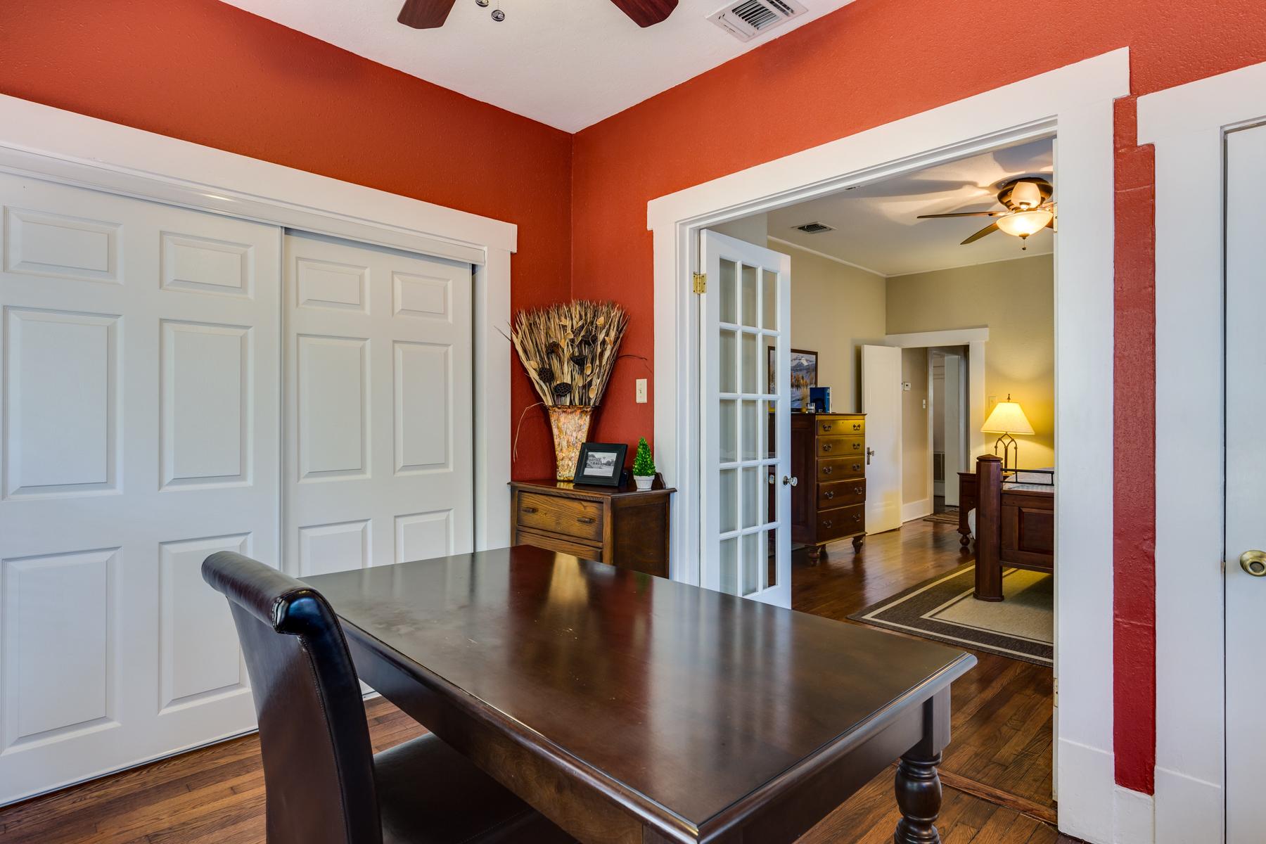 Additional photo for property listing at Urban Bungalow in Mahncke Park 346 Thorman Pl San Antonio, Texas 78209 Estados Unidos