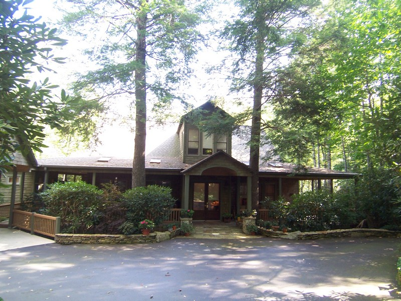 Single Family Home for Sale at 14 Garnet Rock Trail Highlands, North Carolina 28741 United States