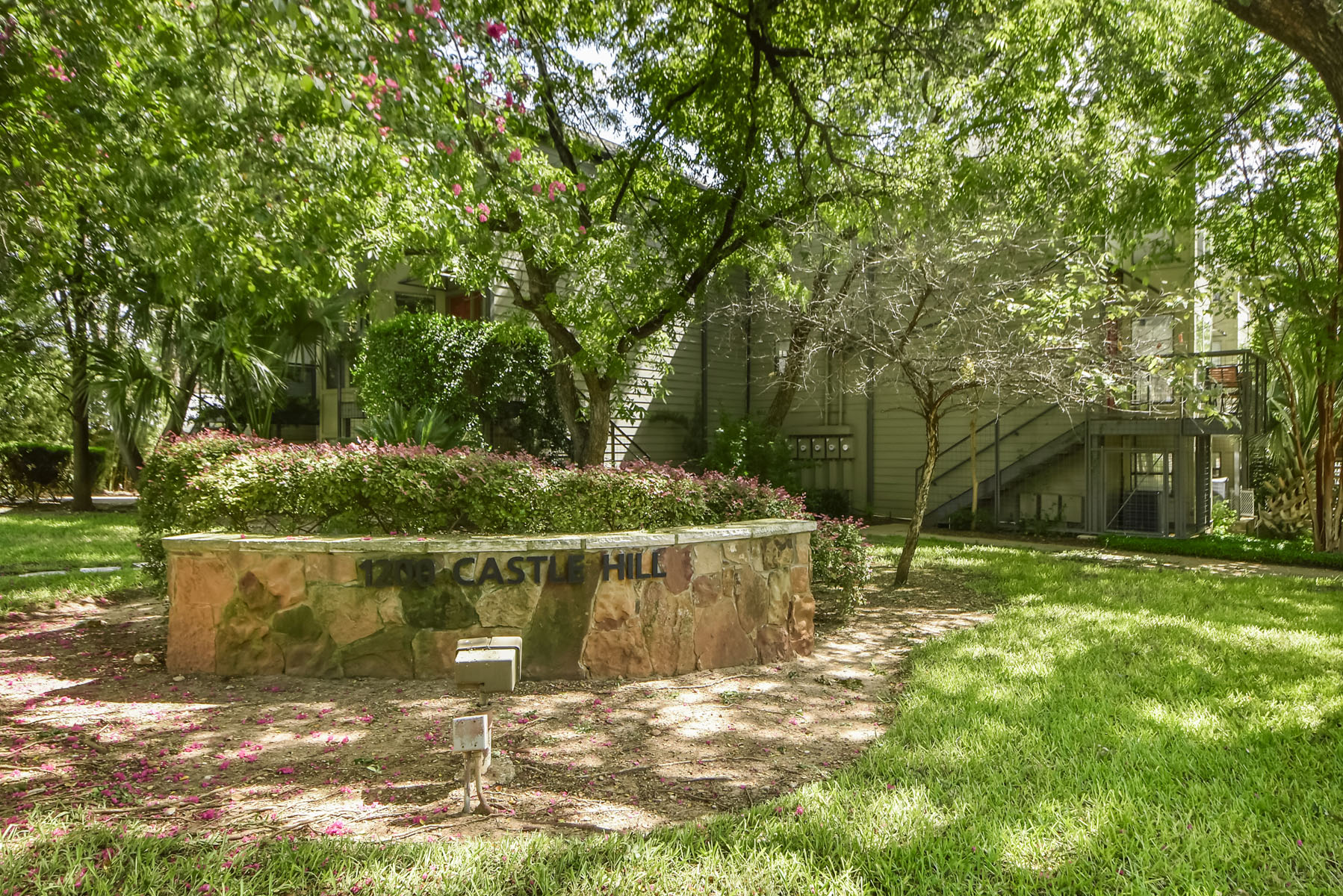 Additional photo for property listing at Rare find in Iconic 'Clarksville' Austin TX 1200 Castle Hill St J Austin, Texas 78703 Estados Unidos