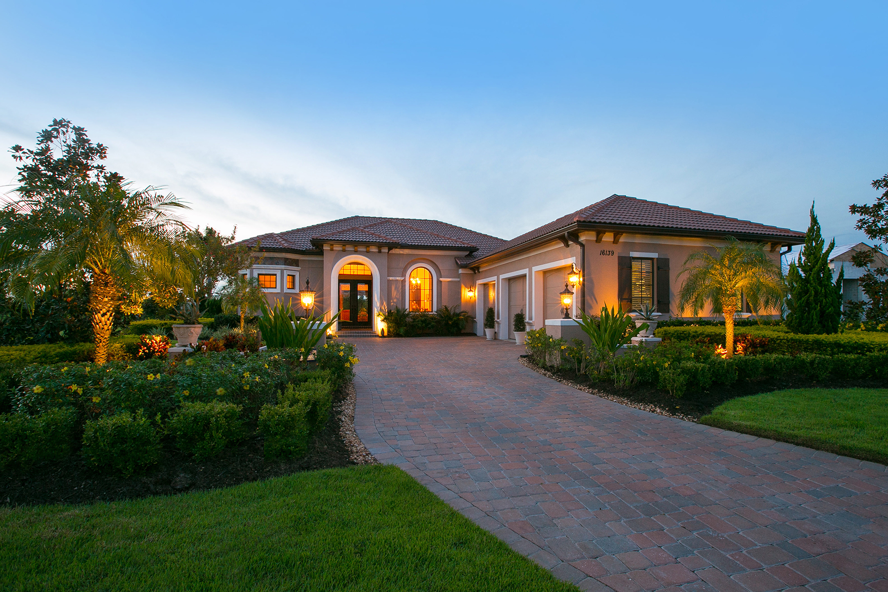 Vivienda unifamiliar por un Venta en LAKEWOOD RANCH 16139 Daysailor Trl Lakewood Ranch, Florida 34202 Estados Unidos