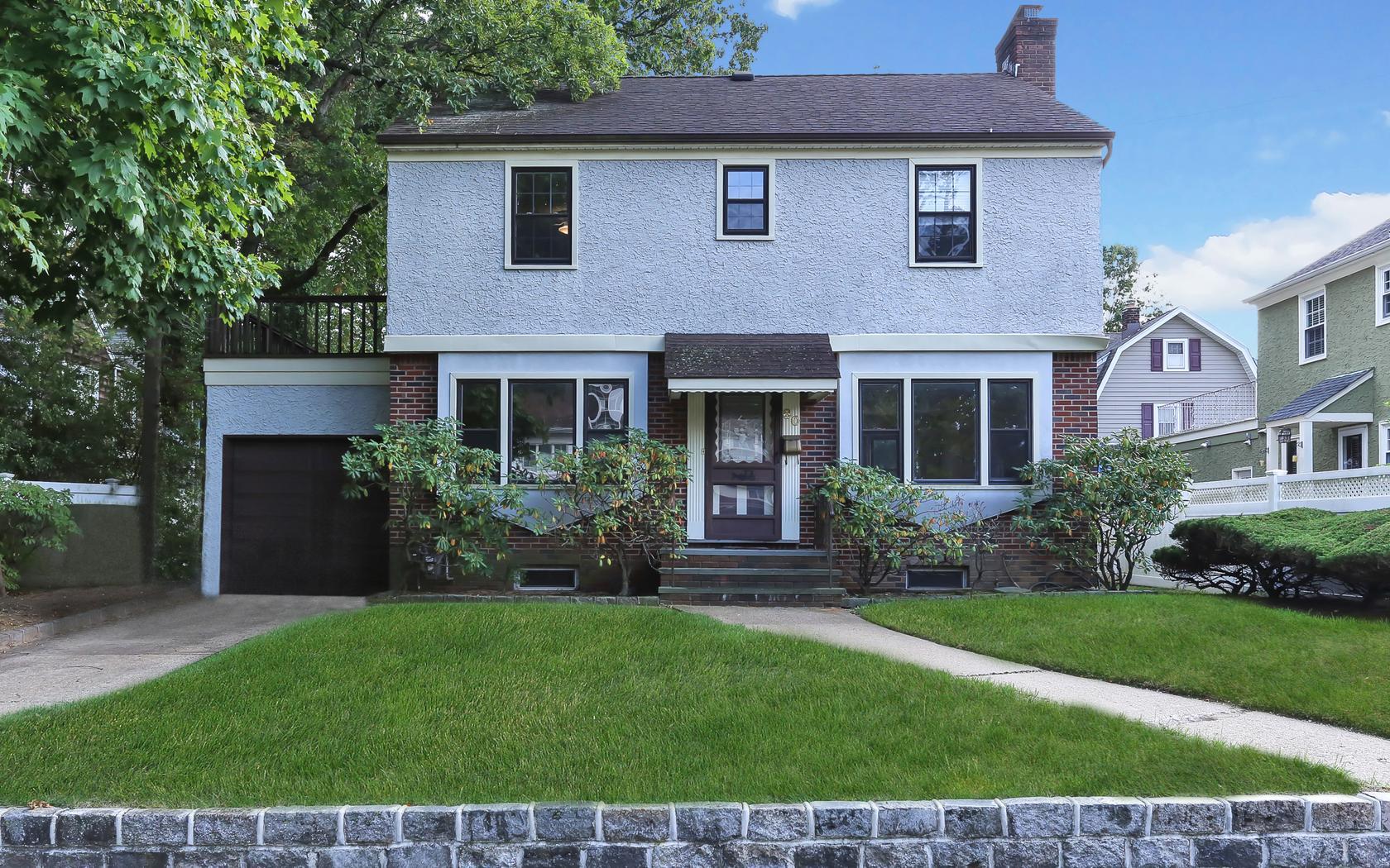 Einfamilienhaus für Verkauf beim Colonial 80 Wright Ave Malverne, New York, 11565 Vereinigte Staaten