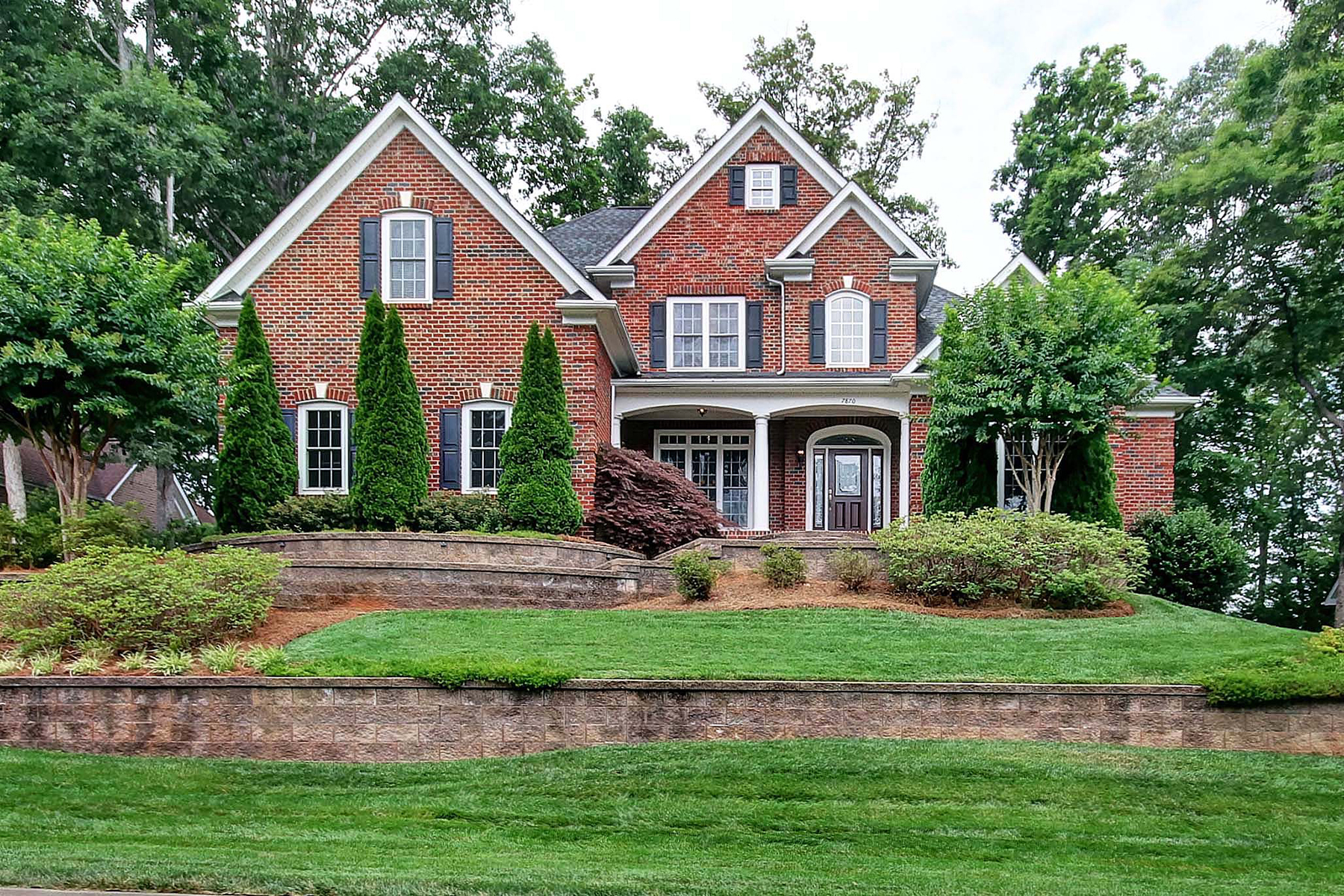 Single Family Home for Sale at TREETOPS AT COWANS FORD 7870 Oak Haven Ln, Stanley, North Carolina 28164 United States