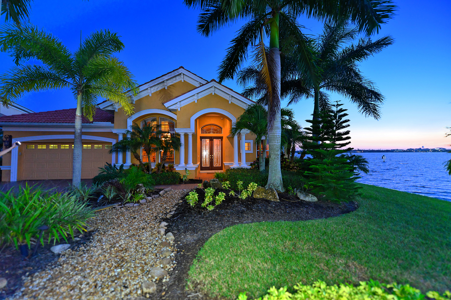 Casa Unifamiliar por un Venta en PENINSULA AT RIVIERA DUNES 102 12th Ave E Palmetto, Florida 34221 Estados Unidos