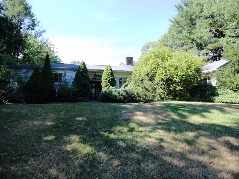Einfamilienhaus für Verkauf beim Ranch 275 Stillwell Ln Laurel Hollow, New York, 11791 Vereinigte Staaten