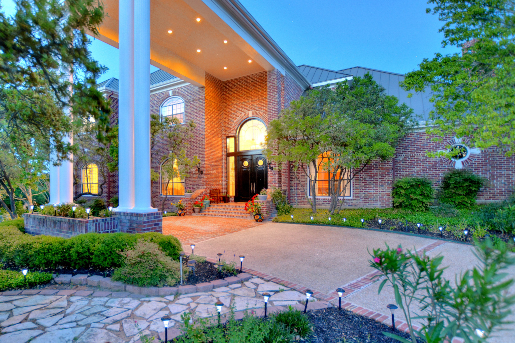 Vivienda unifamiliar por un Venta en Refined Elegance in The Dominion 22 Galleria Dr The Dominion, San Antonio, Texas, 78257 Estados Unidos