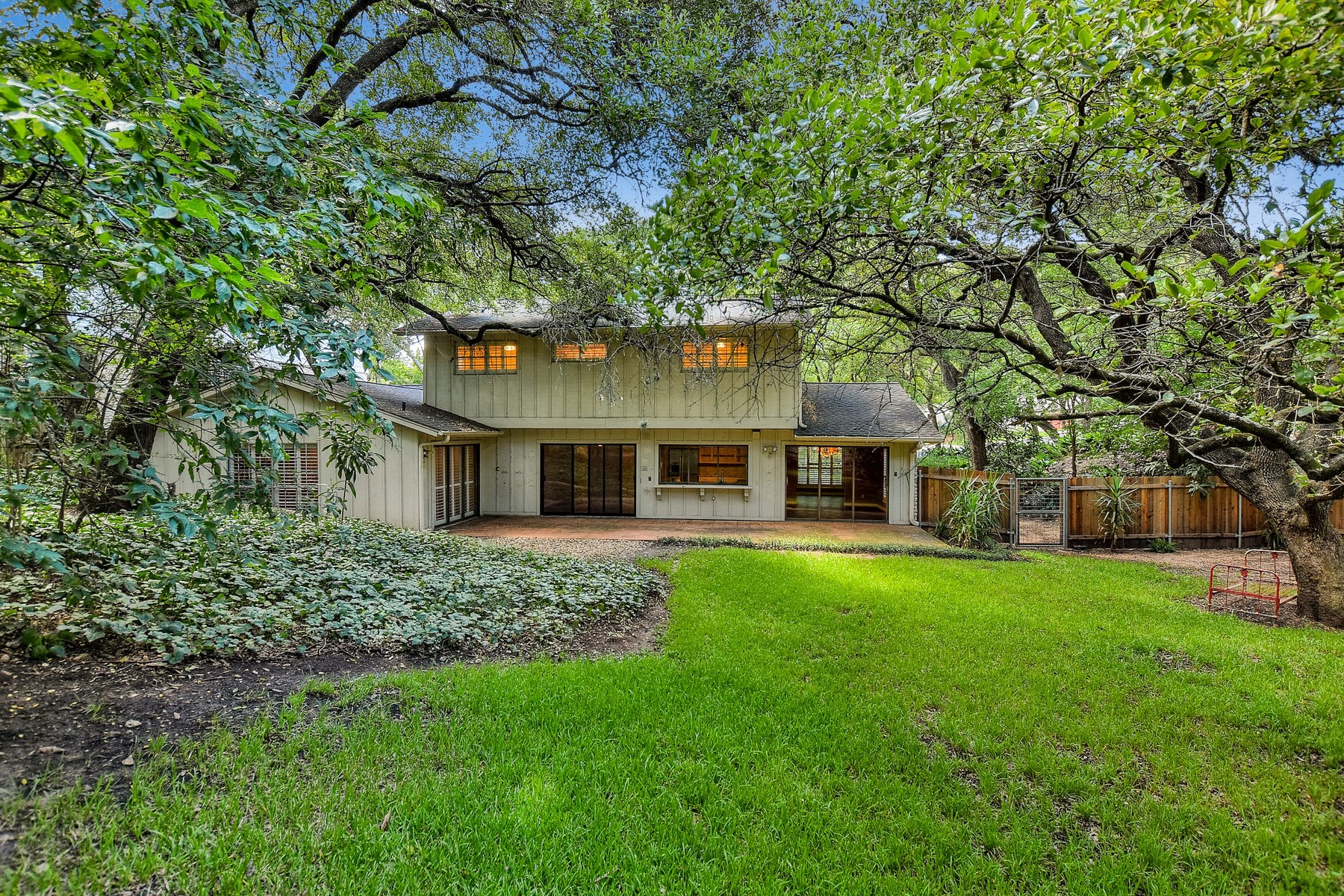 Additional photo for property listing at Tarrytown Traditional on Large Lot 2707 Maria Anna Rd Austin, Texas 78703 Estados Unidos
