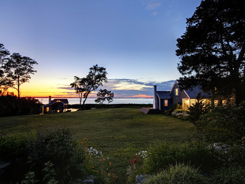 Casa Unifamiliar por un Venta en Private Waterfront Compound on 22 Acres 556 Chappaquonsett Road Vineyard Haven, Massachusetts 02568 Estados Unidos