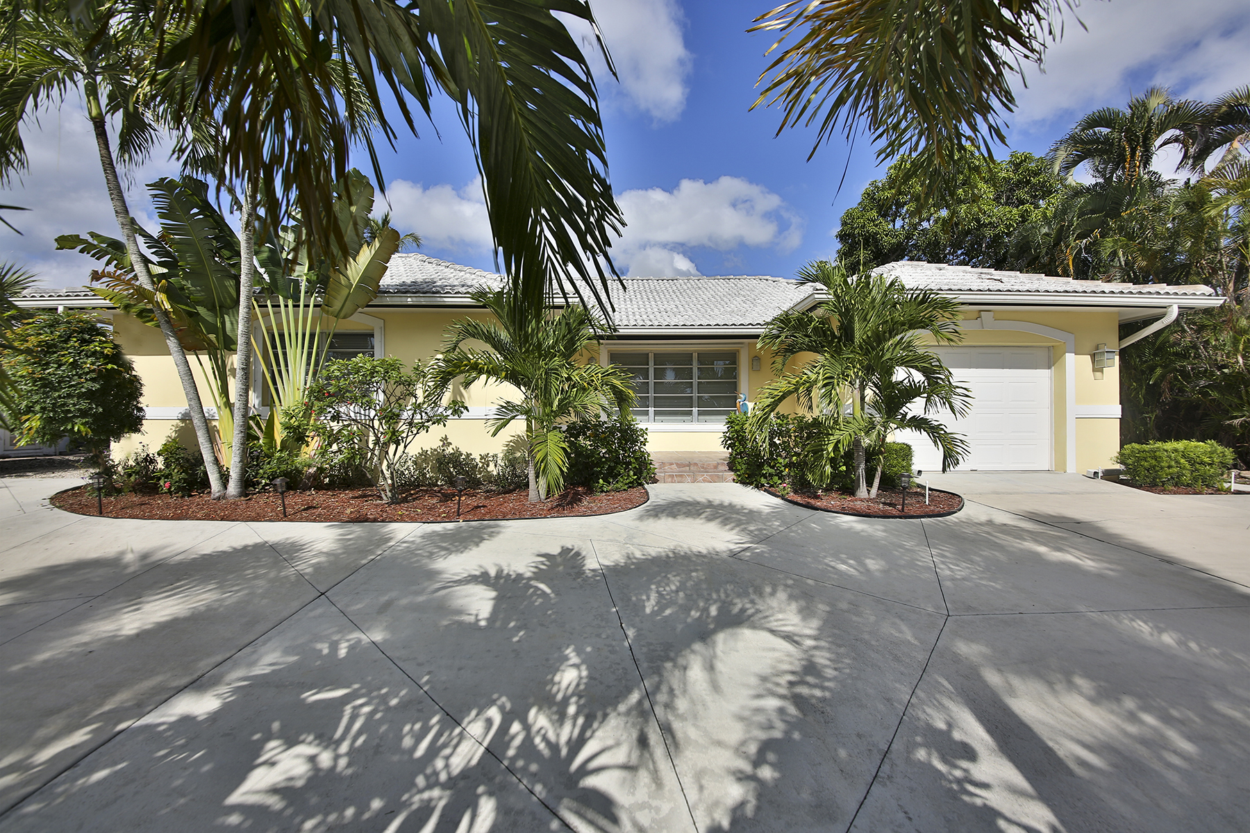 Single Family Home for Sale at MARCO ISLAND 1260 N Collier Blvd Marco Island, Florida, 34145 United States