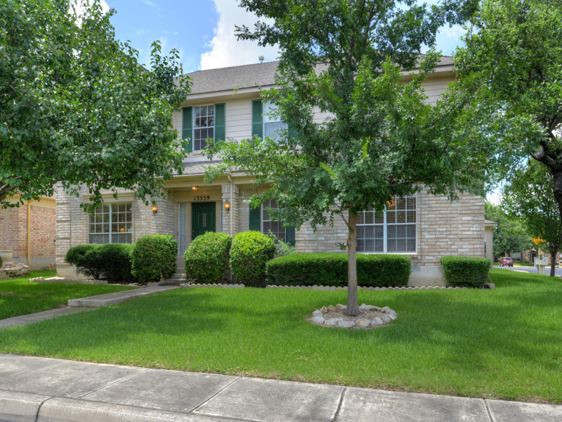 Single Family Home for Sale at Lovely Home in Oakland Heights 13559 Shelbritt Rd San Antonio, Texas 78249 United States