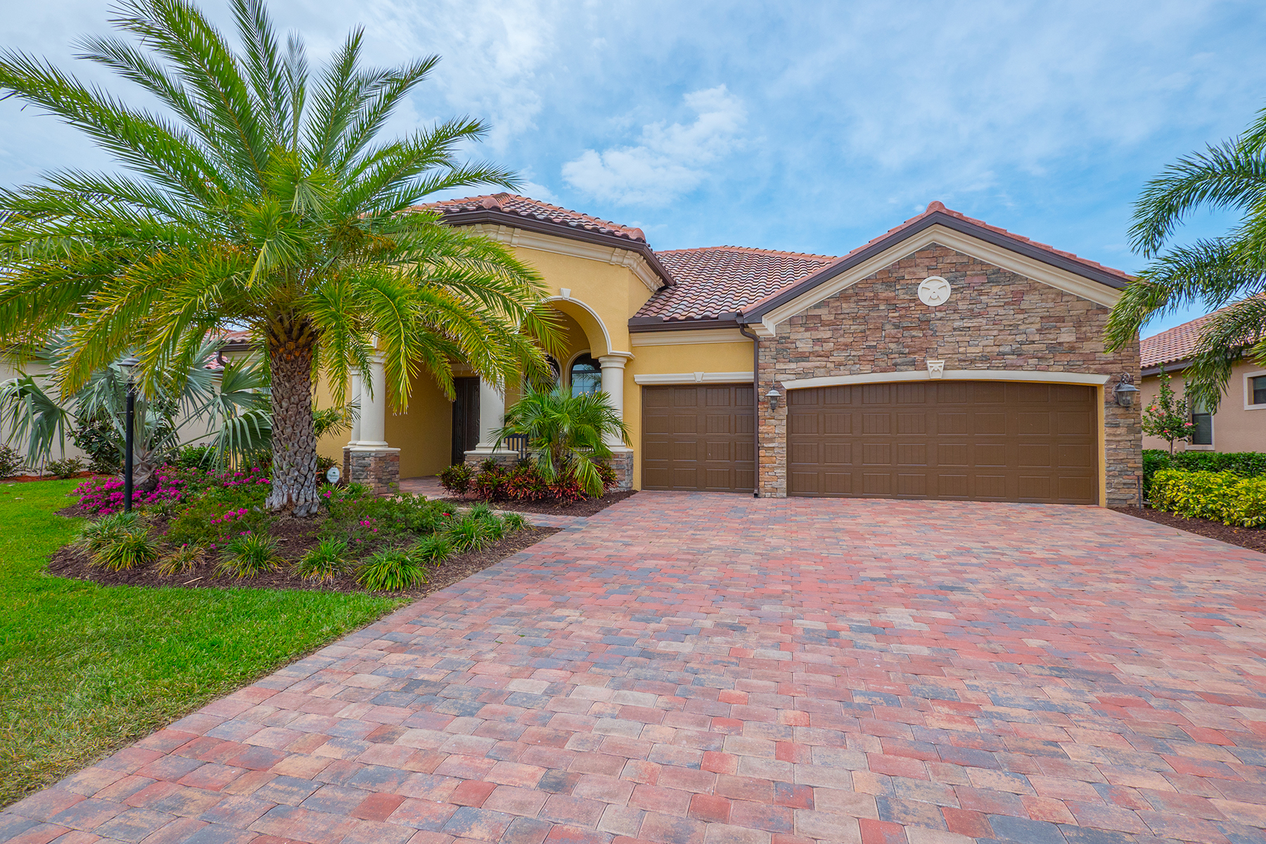 Single Family Home for Sale at LAKEWOOD RANCH - BRIDGEWATER 13127 Bridgeport Lakewood Ranch, Florida, 34211 United States