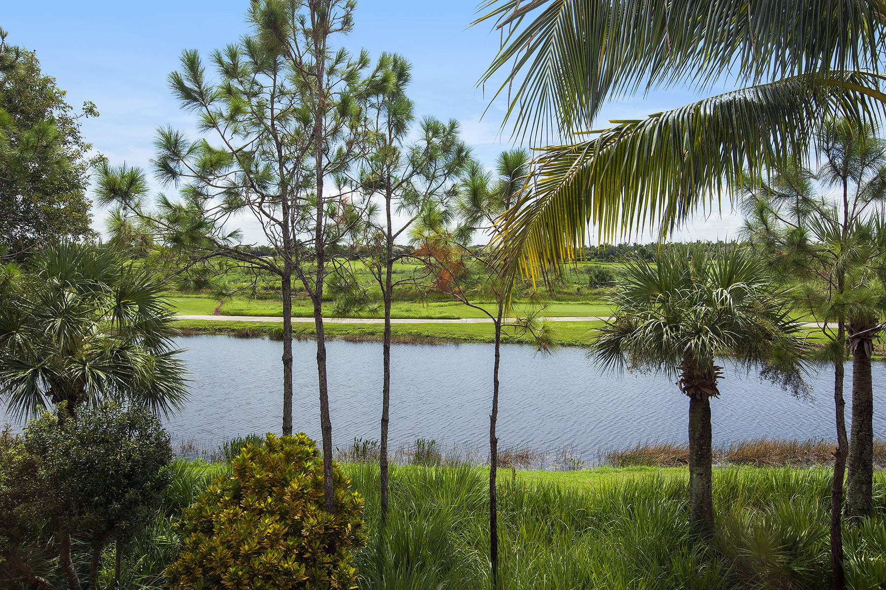 Piso por un Venta en FIDDLER'S CREEK - CASCADA 9042 Cascada Way 201 Naples, Florida, 34114 Estados Unidos